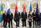 Left to right: leaders of Kazakhstan, Russia, Belarus, Ukraine, High Representative of the European Union for Foreign Affairs and Security Policy Catherine Ashton, European Commissioner for Energy Guenther Oettinger, European Commissioner for Trade Karel De Gucht at the summit in Minsk