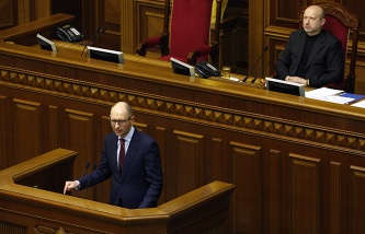 Appointed Prime Minister Arseniy Yatsenyuk (front) and appointed Interim President Oleksandr Turchynov (back)