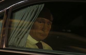 Vladimir Putin leaving the Elysee Palace on May 5