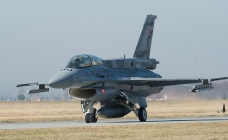 A US Air Force F-16 fighter jet is seen in Poland