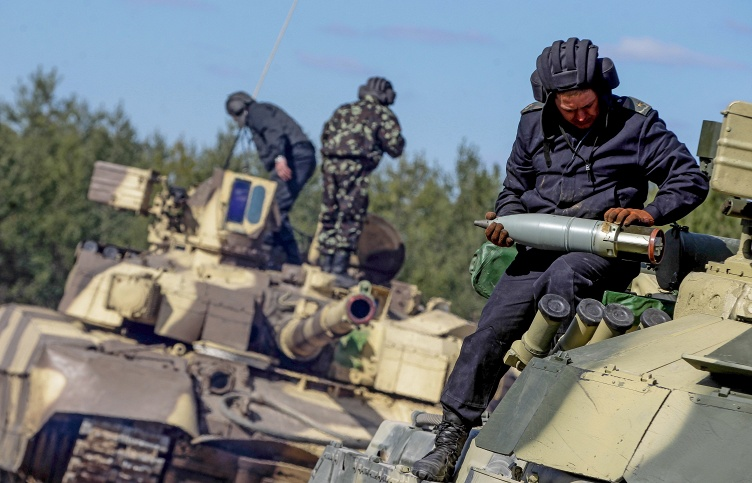 Ukrainian servicemen during military drills (archive)